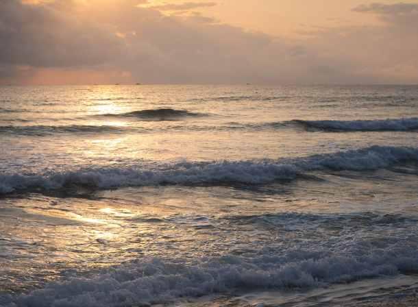 vietnamese beach sunrise