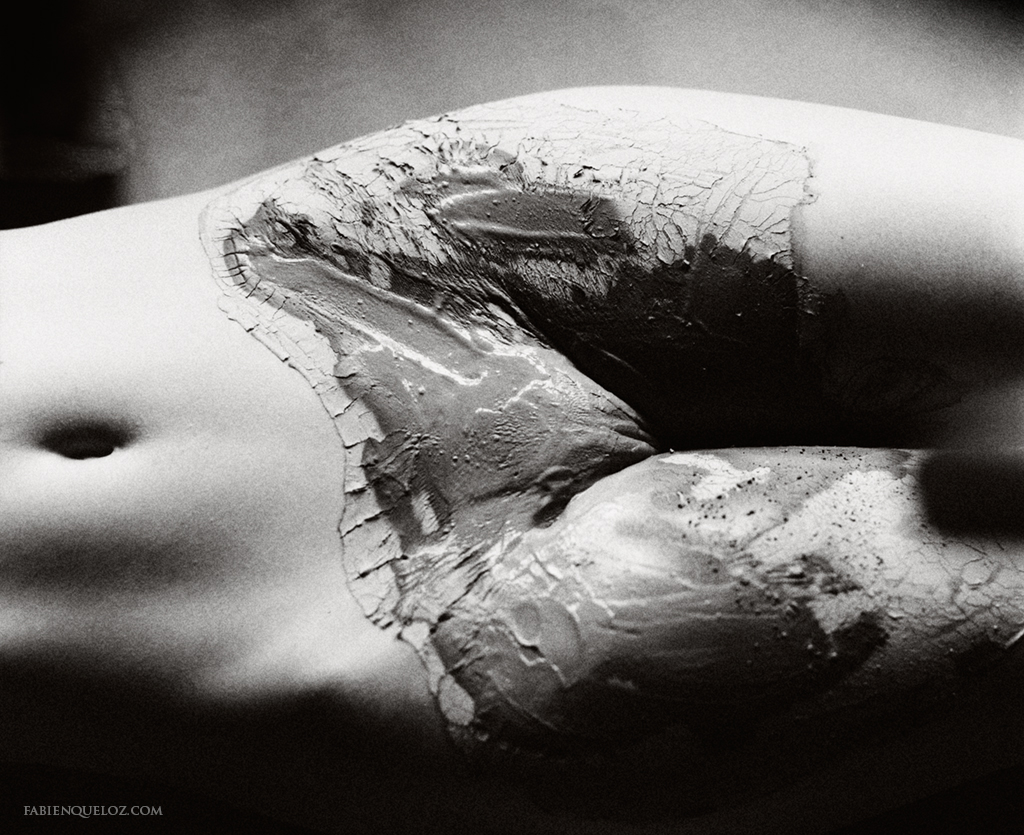Art Nude photography by Fabien Queloz, earthed female body intimate photography Neuchâtel Suisse