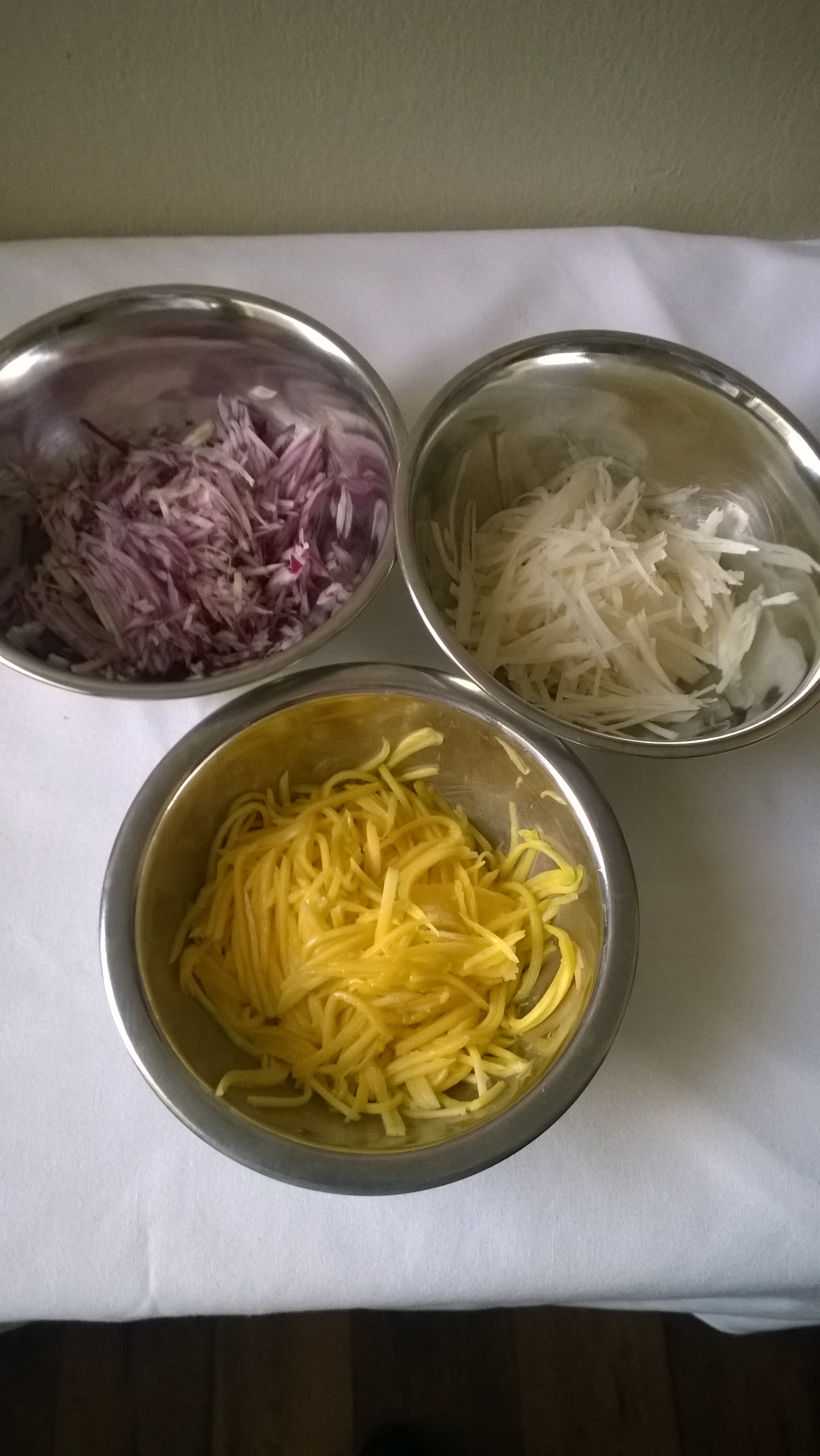 how to cut red onion for salad