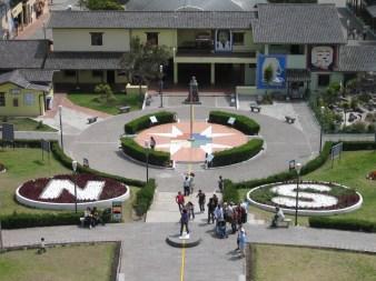 Blick vom Monument auf das Gelände von La Mitad del Mundo