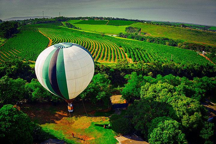 Passeios de balão e Rota do Vinho são destaques nos roteiros da 2L Viagens