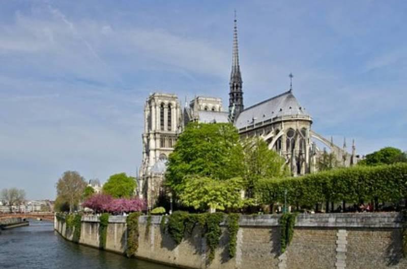 Cripta Arqueológica de Notre Dame tem exposição sobre romance de Victor Hugo