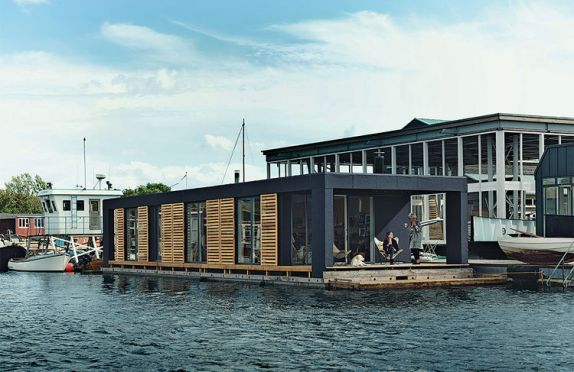 come_home_to_high_water-copehagen-floating-home-facade-terrace