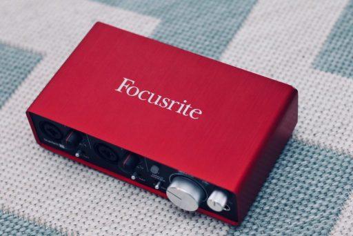 interface de audio focusrite scarlett 2i2 vermelha