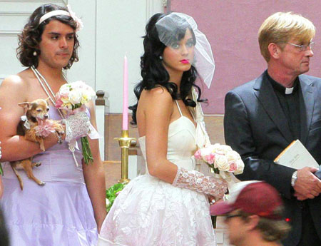 """Katy Perry films """"Hot N' Cold"""""""