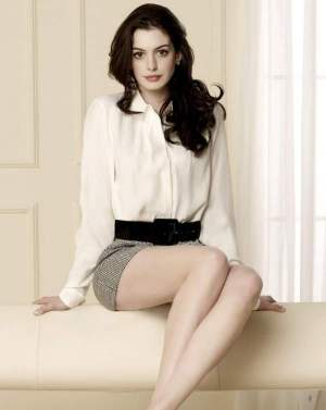 "Anne Hathaway goes ""Interstellar"""