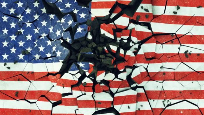 Borken Amerian Flag - AdobeStock - 209434712