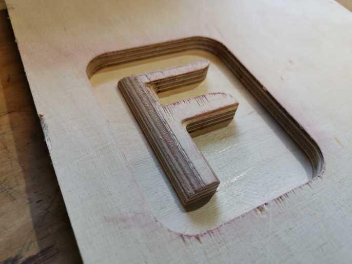 Erste Fräsversuche mit Holz