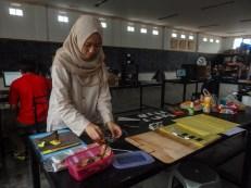 Ambarina, Intern di bagian HR FabLab Bandung turut membantu