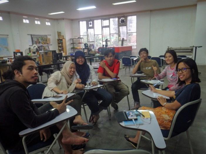 Suasana rapat preparasi Goes to School FabLab Bandung ke SMK Negeri 14 Bandung