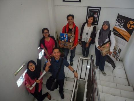 Foto bersama FabLab Bandung sebelum berangkat