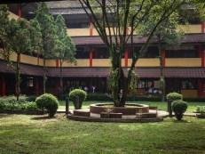 Suasana taman SMK Negeri 14 Bandung
