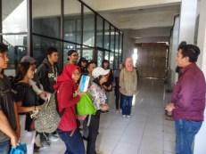 Pengarahan dari Pak Hengky, Founder FabLab Bandung sebelum berangkat