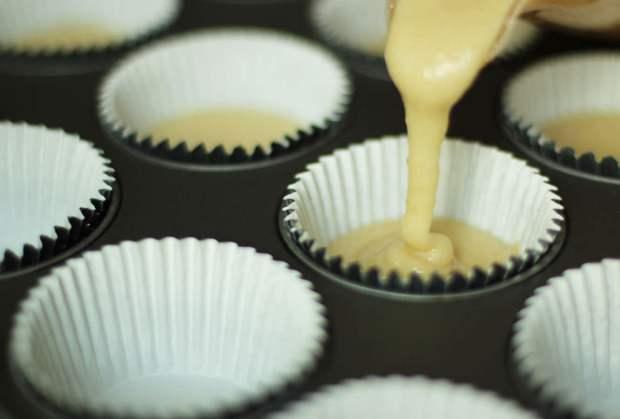 cherry-bakewell-tart-cupcake-recipe-5