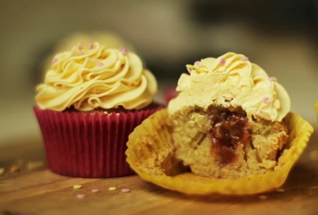rhubarb-and-custard-cupcake-recipe-9