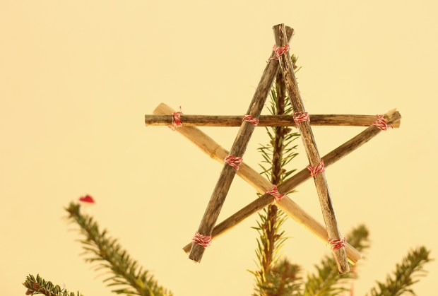 Quick-easy-christmas-decorations-tree-star-1