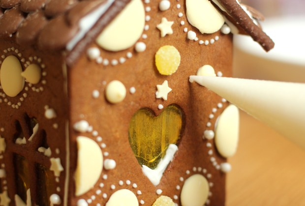 gingerbread-house-village-recipe-guide-18