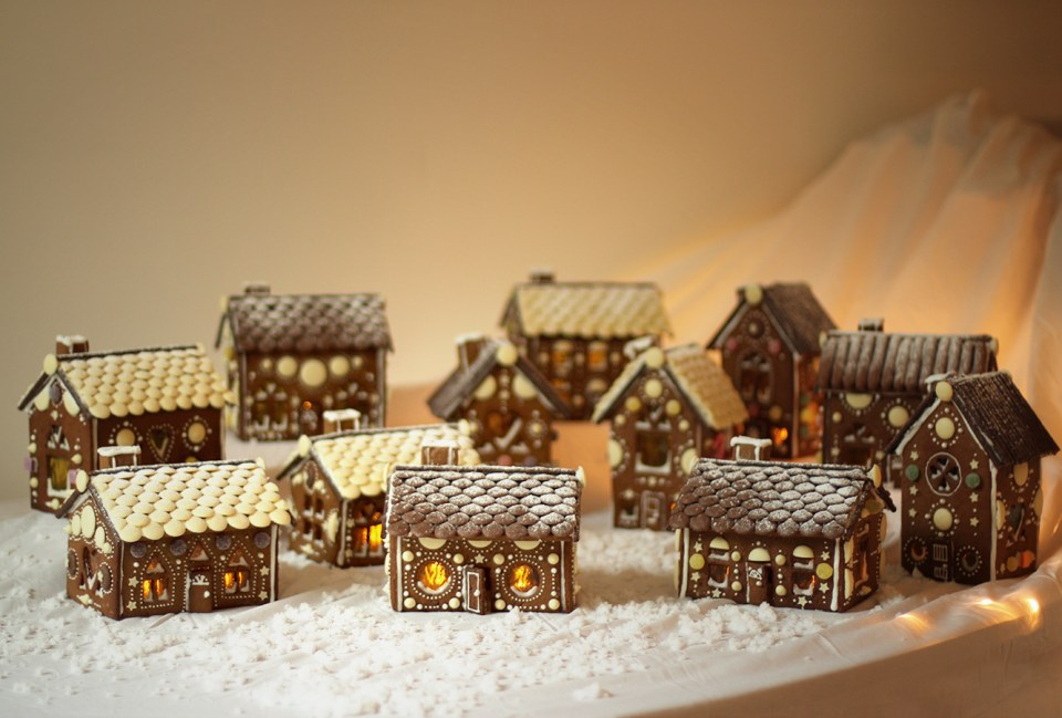 gingerbread-house-village-recipe-guide-21