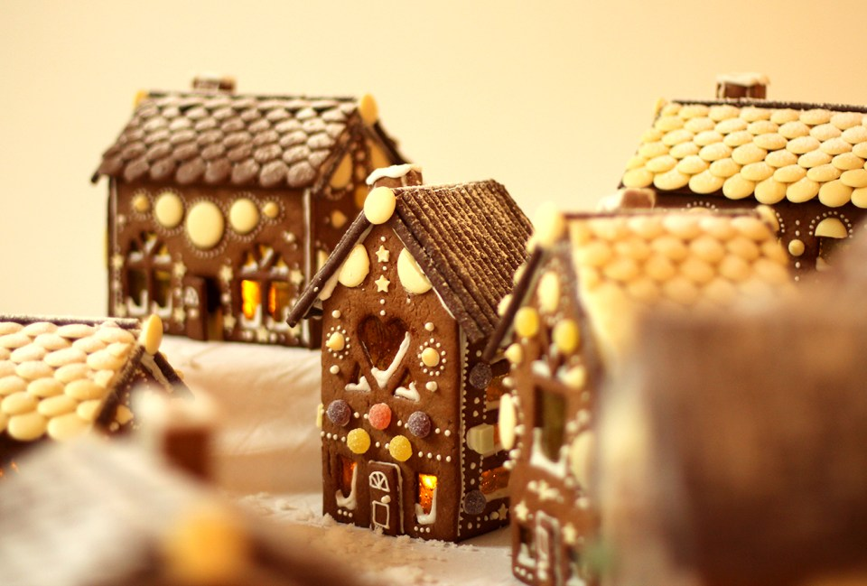 gingerbread-house-village-recipe-guide-24
