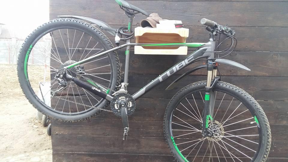 Suport pentru bicicletă din lemn
