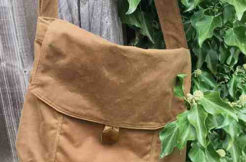 Messenger bag and tips on sewing with waxed cotton by fabricandflowers | Sonia Spence