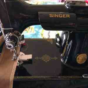 Messenger bag and tips on sewing with waxed canvas by fabricandflowers   Sonia Spence