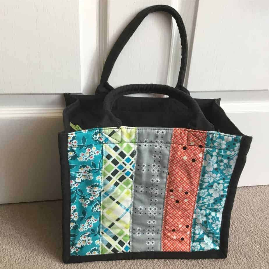 The Flexi Tote PDF sewing pattern - a small tote that can be adapted to use for lunch, shopping or craft projects. Pattern by fabricandflowers | Sonia Spence