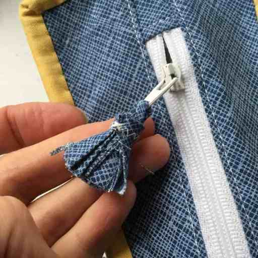 Tutorial - fabric tassel zip pull or charm by fabricandflowers | Sonia Spence