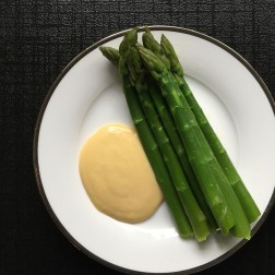 Asparagus and cheese sauce