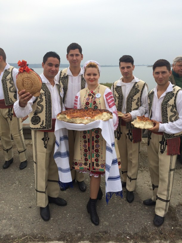 Men and women wearing Romanian clothes