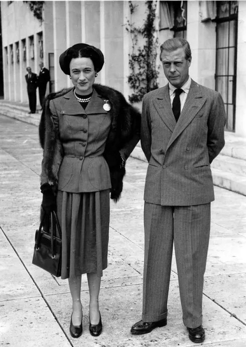 Wallis Simpson in suit, fur and hat