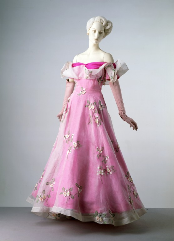 Schiaparelli evening dress (V&A)