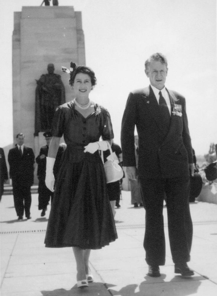StateLibQld_1_191419_Sir_Walter_Jackson_Cooper_and_Queen_Elizabeth_II,_1954