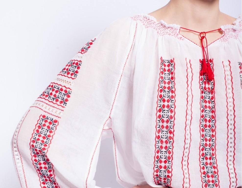 Underarm gusset Romanian blouse)