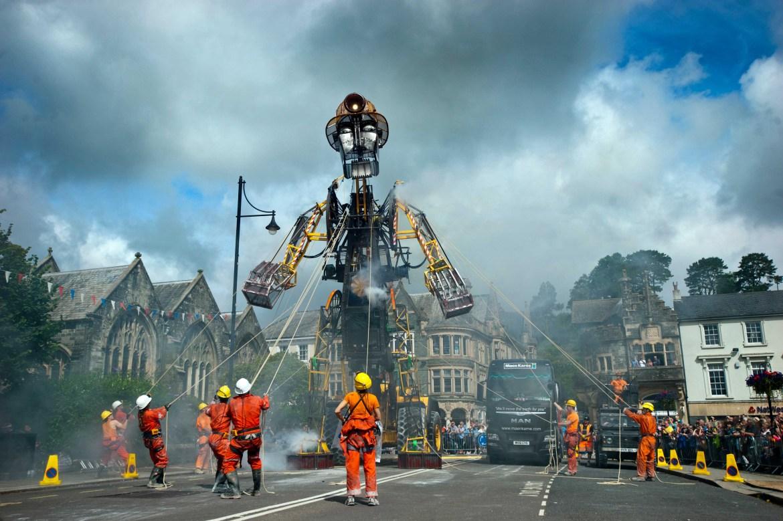 largest mechanical puppet