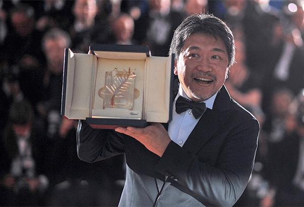 Director hirokazu kore eda receiving his prize