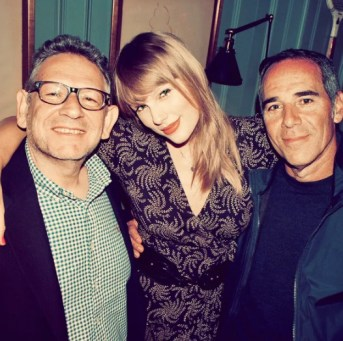 Taylor swift signs exclusive global recording agreement with universal music group