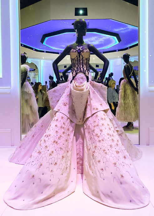 Christian dior exhibition 2019 uk (1)
