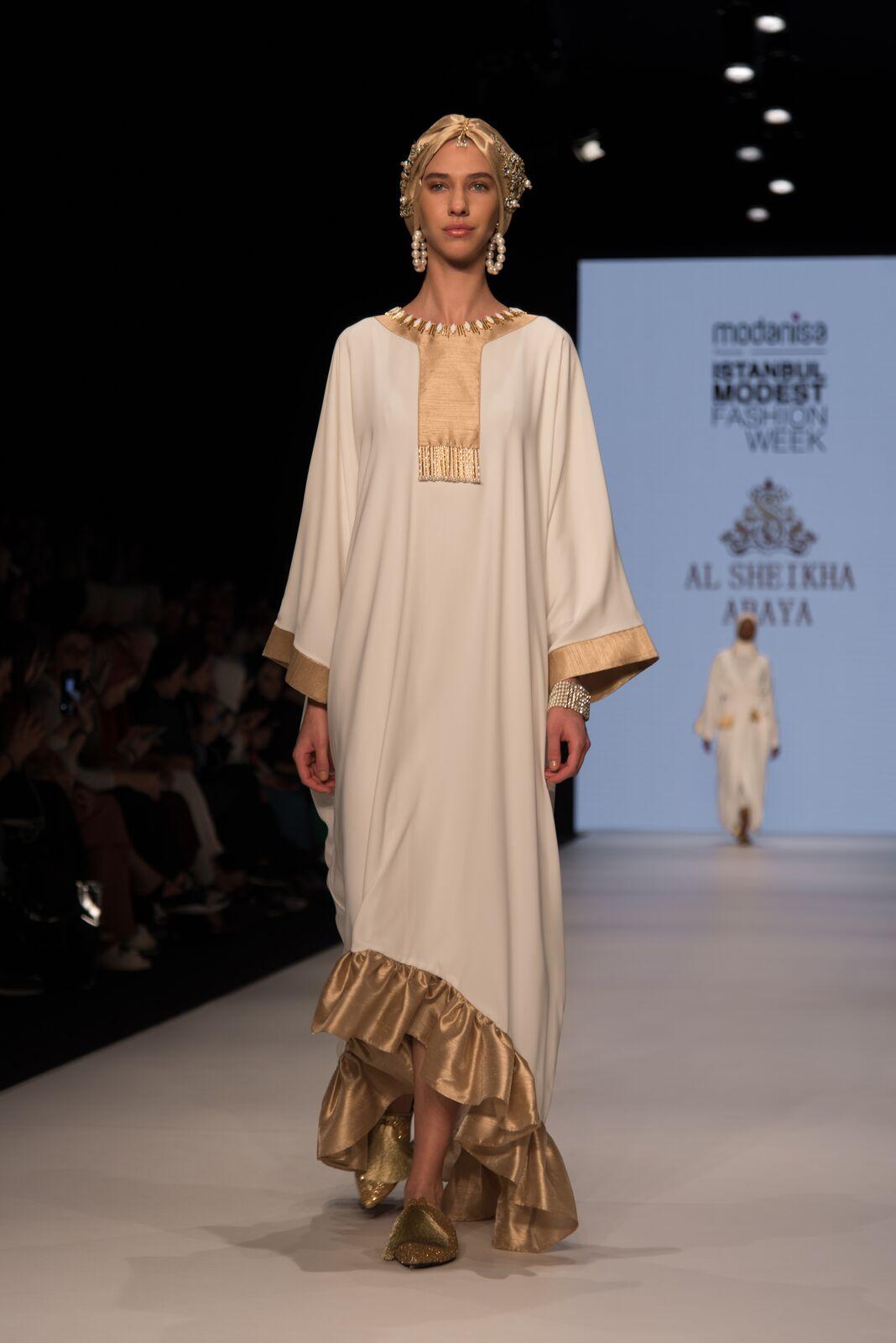 Al sheikha abaya at istanbul modest fashion week 2019 day 2