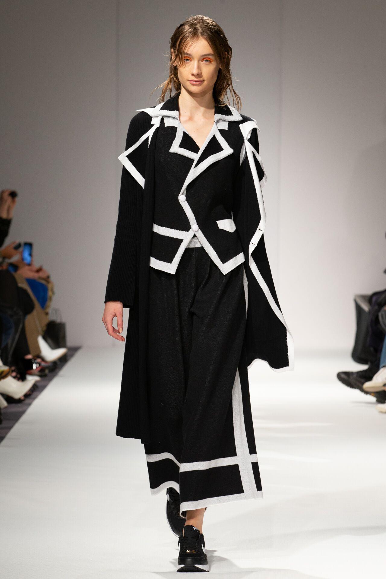 Apujan aw20 show during london fashion week (6)