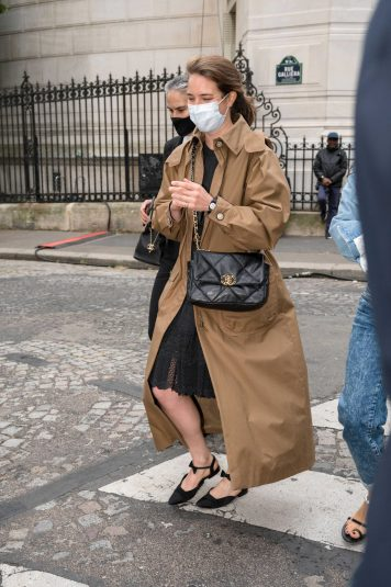 Chanel fall winter 202122 haute couture streetstyle (16)