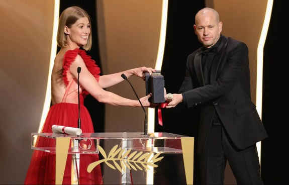 Rosamund pike and nadav lapid ha'berech (ahed's knee), prix du jury (ex æquo) image credit andreas rentz getty images