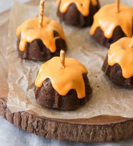 Mini Chocolate Pumpkin Cakes