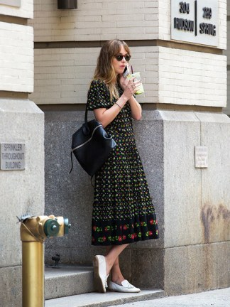 480x640--elleuk-com-gallery-24687-2014-07-23-dakota-johnson-out-and-about-in-new-york-west-village-getty-jpg