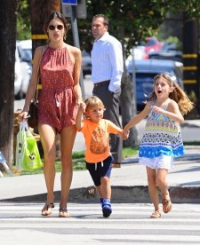 alessandra-ambrosio-kids-out-and-about5