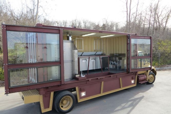Rolling-Oven-Mobile-Pizzeria-Food-Truck