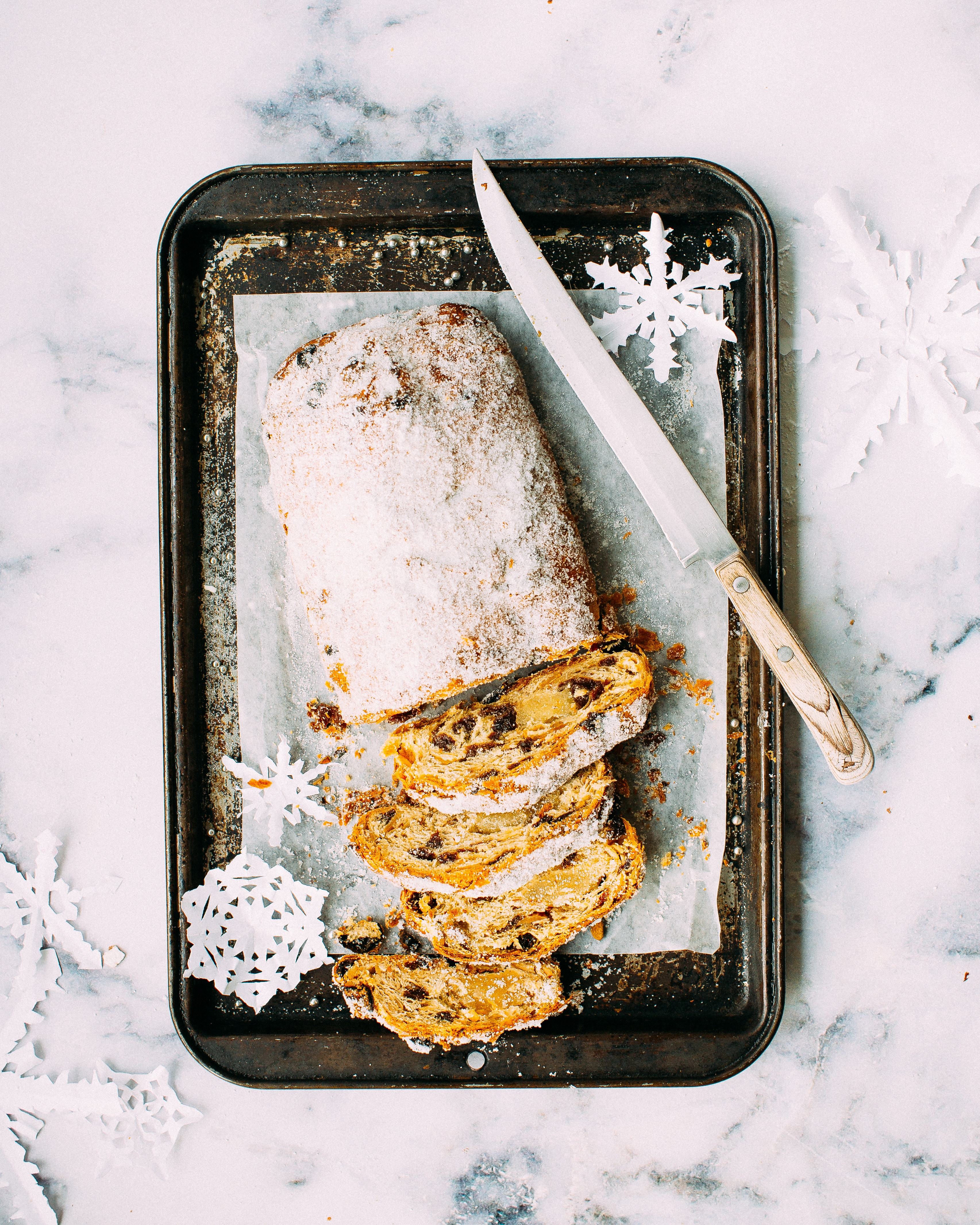Bread of a tray with a knife and snowflakes