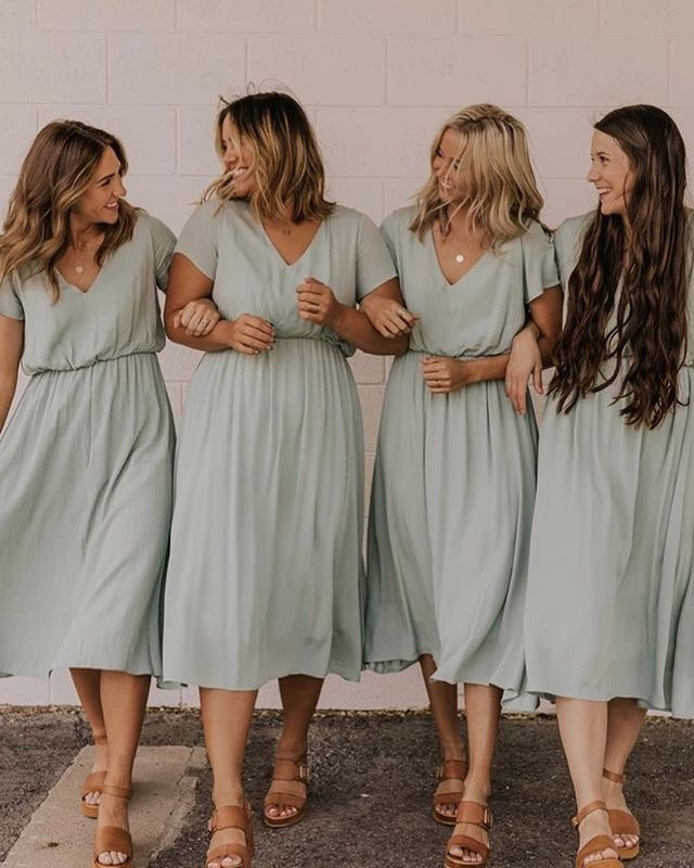 bridesmaid trends 2020 that are fabulous 8, bridesmaid dresses, bridesmaid dress trends 2020, bridesmaid dresses 2020, bridesmaid dress colors, mismatched bridesmaid dresses 2020 #bridesmaiddresses