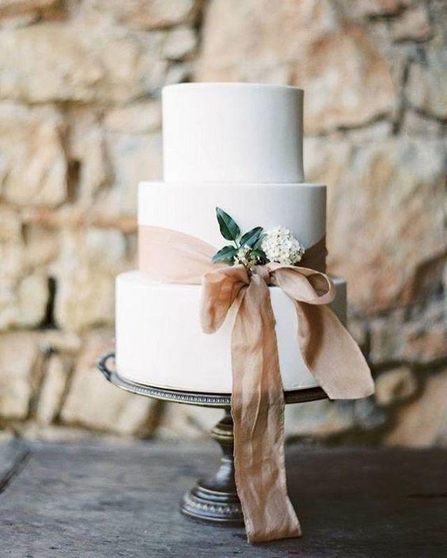 Beautiful Wedding Cake Trends For 2020 - 12, wedding cakes, wedding cake ideas, wedding cake, wedding cake trends, wedding cake trends 2020, spring wedding cake , wedding cake designs, wedding cake pictures #weddingcakes