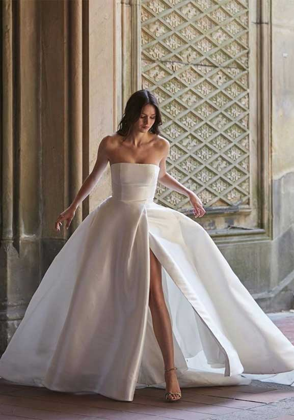 these wedding dresses will never goes out of style, wedding dress, simple wedding dress, simple wedding gown, wedding dresses, wedding gowns, bridal dress, bridal gown, elegant wedding dresses #weddingdresses short sleeve wedding dress